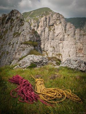 Tainele Bucegilor: Ace și brâuri în Morar